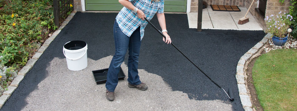 how to get rid of moss on tarmac driveway